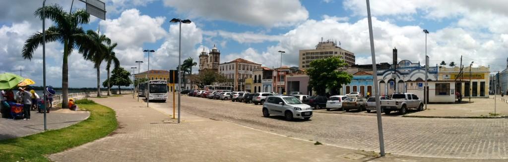 Panoramique de la place principale de Penedo