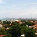 Olinda, avec le champs d'immeuble de Recife en fond