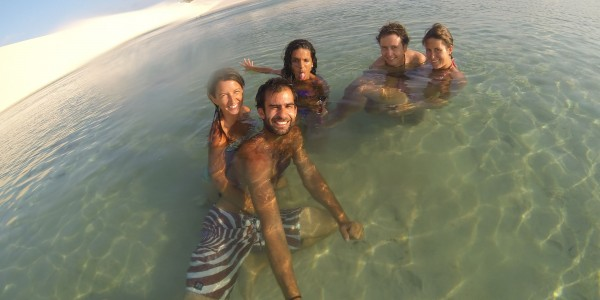L'équipe de choc dans l'eau transparente des lagons !