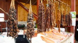 Moules séchées au marché