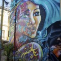 Graf sur le mur d'un hôtel contre une nuit gratuite