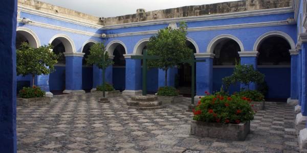 Une cour du monastère