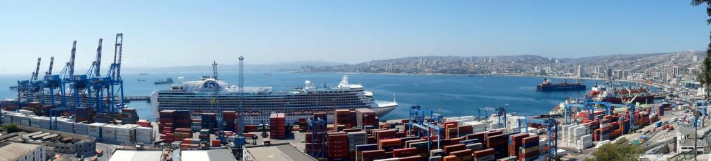 Baie de Valparaiso, avec le port au 1er plan