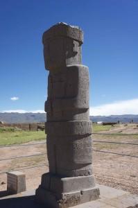 Statue rappelant ceux de l'île de Pâques
