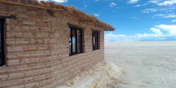 Hôtel de sel au milieu du Salar