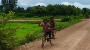 Enfants croisés sur la route