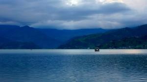 Vue sur le lac à Pokhara