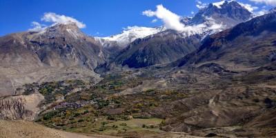 Vue au départ de Muktinah (les sommets sont ceux de Thorung La Pass)