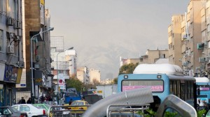 Téhéran est vraiment au pied des montagnes