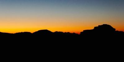 Dernières lueurs dans le désert