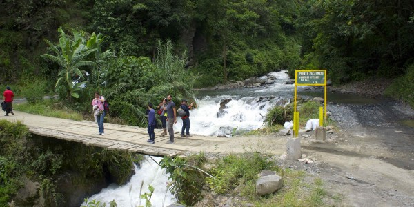 La rivière sur la route