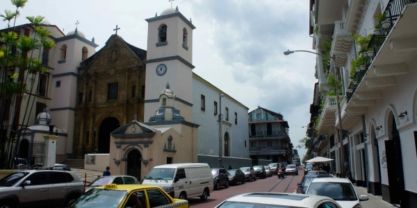 Rue impeccable du Casco Viejo
