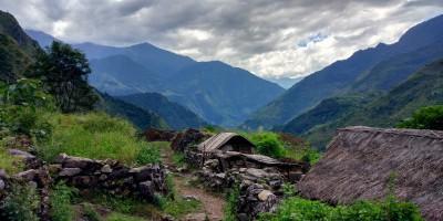 Village vers Tatopani